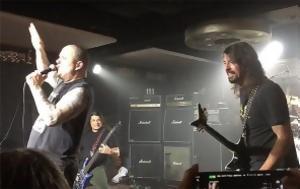 Σύμπραξη Foo Fighters Metallica Slayer, Pantera, Lemmy, sybraxi Foo Fighters Metallica Slayer, Pantera, Lemmy