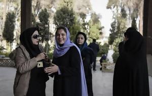Η συζυγος του πρωθυπουργου με μαντιλα στο ιραν