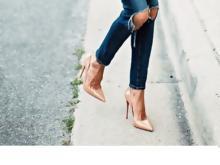 45e1211b15f 5 nude shoes που «μακραίνουν» τα πόδια
