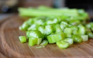 Το λαχανικό που «καίει» διπλάσιες θερμίδες απ' όσες δίνει
