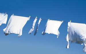 Οι 5 καλύτεροι τρόποι για να εξαφανίσετε οριστικά τους λεκέδες από τα λευκά ρούχα