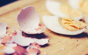 To λάθος που κάνεις στο βράσιμο των αβγών και σπάνε