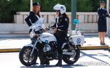 Η όμορφη αστυνομικός που εντυπωσίασε στην παρέλαση,