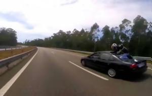 Η στιγμή που μοτοσικλετιστής πηδά πάνω σε αυτοκίνητο και ... (βίντεο)