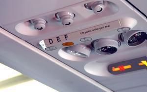 Να γιατί ακούμε όλα αυτά τα κουδουνίσματα στο αεροπλάνο κατά τη διάρκεια της πτήσης