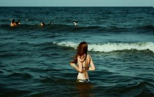 Τι παθαίνει το ανθρώπινο σώμα όταν βουτάει σε κρύα νερά