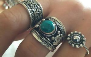 Τα vintage δαχτυλίδια είναι τάση - Τα φοράμε πολλά μαζί (pics)
