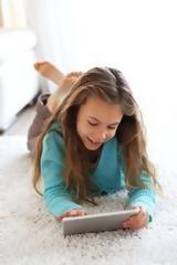 Τα παιδιά με κινητό τηλέφωνο κολλάνε πιο εύκολα ψείρες!,