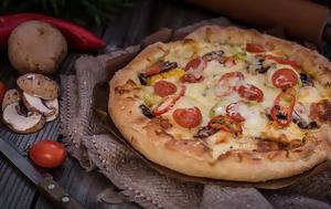 H πιο τραγανή ζύμη για πίτσα,  με δύο μόνο υλικά!