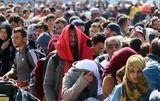 Αν προσέξεις καλά ,μπορείς να διακρίνεις ενα τζιχαντιστή στο πλήθος των προσφύγων