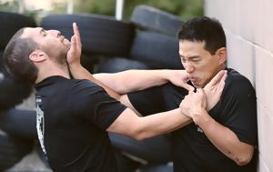 Ο ελεγκτές της εφορίας εκπαιδεύονται στην αυτοάμυνα,  προκειμένου να αντιμετωπίσουν τις επιθέσεις