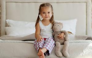 Αν το παιδί σας θέλει να κοιμηθεί πιο αργά,  η επιστήμη λέει...
