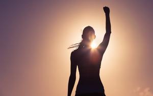 Η επιστήμη επιβεβαιώνει αυτό που (κατά βάθος) όλοι γνωρίζουμε: δεν είναι οι γυναίκες το «αδύναμο» φύλο