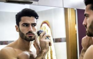 4 κακές συνήθειες που γερνούν το πρόσωπό σου ενώ κοιμάσαι