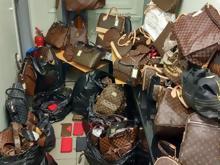 Σάλος  «Μαϊμού» επώνυμες τσάντες και πορτοφόλια σε γνωστά καταστήματα. Πού  εντοπίστηκαν b74409cc34b