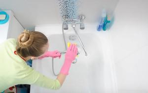 Το μυστικό για να φύγουν γρήγορα τα άλατα από τη μπανιέρα