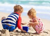 8 πράγματα που πρέπει να περιέχει η τσάντα παραλίας μιας μαμάς,