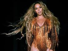 d7c25169066 Η Beyonce υποκλίθηκε στον Βρεττάκο: Ήταν τιμή μου που φόρεσα ρούχο σου ( εικόνες)