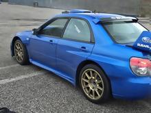 Ένα Subaru Impreza WRC replica καίει λάστιχο κάνοντας donuts 564b6629221