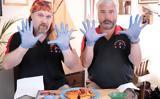 Το θανατερά πικάντικο κοτόπουλο που χρειάζεσαι… γάντια για να φας,