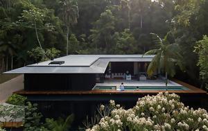 Το μεθυστικό παραλιακό σπίτι που κρύβεται στο δάσος