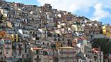 Αυτή, Ιταλία, ϋπόθεση,afti, italia, ypothesi