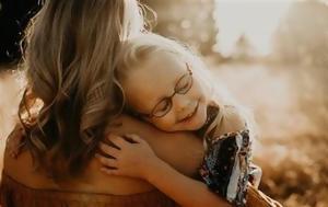 Το να έχεις κόρη είναι πολλά περισσότερα από ροζ φορέματα και τσιμπιδάκια στα μαλλιά