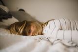 Δεν μπορείς να κλείσεις μάτι γιατί το μυαλό σου τρέχει με χίλια; 8 tips που θα σε βοηθήσουν να κοιμηθείς,