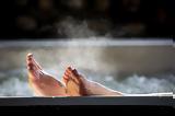 Τι παρατήρησαν οι επιστήμονες στην υγεία όσων κάνουν μπάνιο σε πολύ ζεστό νερό,