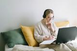 10 cozy,homewear κομμάτια για να είσαι άνετη και στιλάτη όσο δουλεύεις απ' το σπίτι